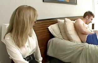 Ein junges Mädchen, bondage, starke hand von hinten in einem Wald pornos reife