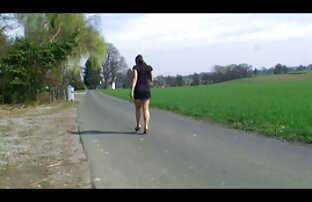 Eine junge Tschechische Sonnenbaden in der Sonne und verwenden Finger gratis pornofilme reife frauen streicheln Ihre Muschi ein wenig