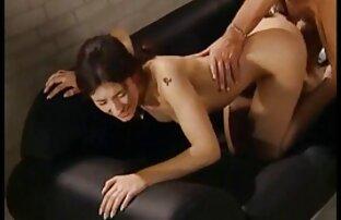 Sie überprüfen die Löcher einer reifen Schlampe mit einem reifen pornos Penis und mit ihrem Penis