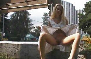 Lockiges Haar Mädchen Liebe es, das Zentrum einer pornos ältere Gruppe