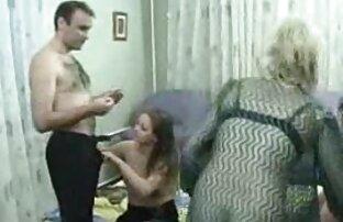 Zwei pornos ab 40 Schlampe Reife Verkäuferinnen verführen eine person in eine Orgie