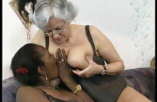 Klavier pornofilme reife damen spielen mit einer Blondine und sie war erschrocken.
